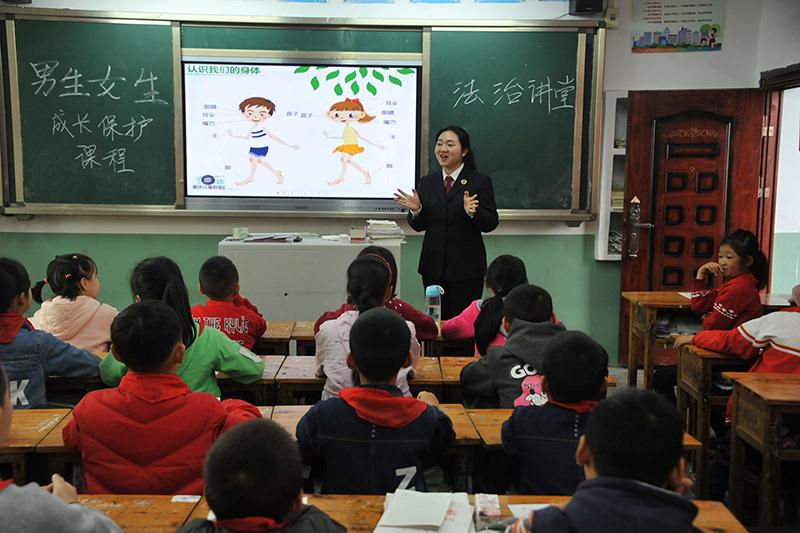"""重庆涪陵区:开展""""莎姐""""普法进校园活动"""