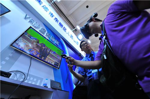 太阳城:LED弧形屏幕电视墙展示公司企业